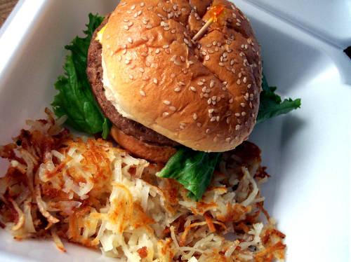 гамбургер и картошка-фри