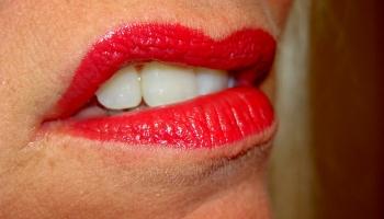 губы искривлённые от боли