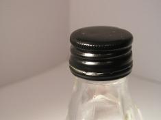 верхушка бутылки с медицинским спиртом